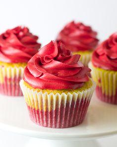 Objetivo: Cupcake Perfecto.: Oeeeeeeeeoeoeoeeeeeeeeeeee oeeeee oeeeee!! Cupcakes para la Eurocopa (Cupcakes de fresa y limón)