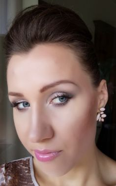 Prom make tutorial with false lashes   http://janesbeauties.blogspot.sk/2014/06/special-make-up-for-special-occasion.html