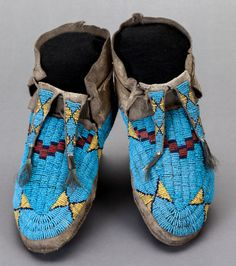 A PAIR OF SIOUX BEADED HIDE MOCCASINS. c. 1880... American Indian | Lot #54154 | Heritage Auctions