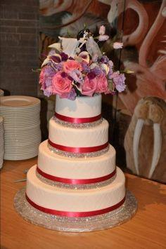 Wedding Cake, Bling & Pink {Decor: Nancy Swiezy Events, Photo: Alexandra Tremaine} - mazelmoments.com