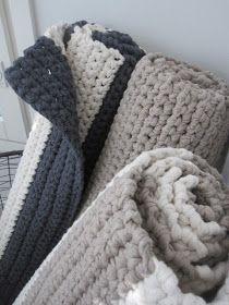 Matot on virkattu ontelokuteesta (kierrätyspuuvillaa) ja ovat vesipestäviä. Tyypillinen koko pitkulaisessa matossa ... Diy Kilim, Merino Wool Blanket, Macrame, Polka Dots, Pillows, Knitting, Creative, Handmade, Design
