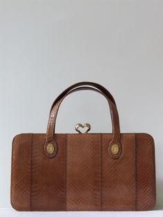 Vintage 70's brede karamelkleurige slangenleren handtas met spiegeltje - Tassen & portemonnees - Vintage www.vivavintage.nl