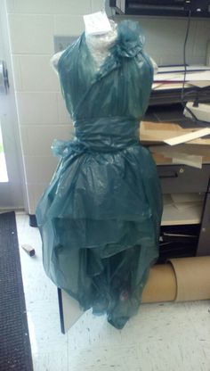 Dress made out of trash bags by Vealent Baliur Demurge 2015 - Dress made out of trash bags by Vealent Baliur Demurge 2015 - Dress Out, Diy Dress, Trash Bag Dress, Recycling, Recycled Dress, Trash Art, Recycled Fashion, Pattern Fashion, Dress Making
