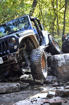 2013 Jeep Wrangler (JK) rocking a Teraflex lift and GenRight tube fenders while flexing on the ledges at Southern Missouri Off-Road Ranch. Jeep Wrangler Off Road, Jeep Rubicon, Jeep Images, Jeep Shop, Custom Jeep, Jeep Parts, Rough Riders, Car Goals, Jeep Truck
