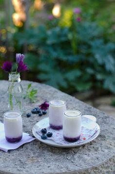 Iogurte de chocolate branco e mirtilo