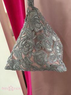 Trend🌟Union by Agora' Haute couture: Abito sartoriale in pizzo macrame' elegante grigio e seta rosa con riporti di pizzo a coprire trasparenze e borsa realizzata a mano con stessi tessuti.  #madeinitaly #trendunion #fashion #handmade #atelier #hautecouture #altamoda #weddingdresses #abitidasposa #bariviarobertodabari123 #baritalia #pugliaevents #sartorial #cool #trendy #glamour #outfit #springsummer2016 #primaveraestate2016