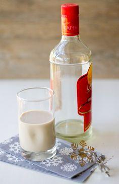 El cola de mono es una bebida a base de café, leche y pisco, tradicional en Chile durante la Navidad.