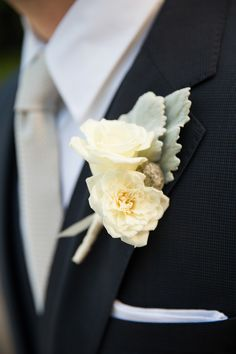 English Garden Rose boutonniere | Photography: Altura Studio - www.alturastudio.com/blog  Read More: http://www.stylemepretty.com/little-black-book-blog/2014/05/30/sunny-summer-garden-wedding/