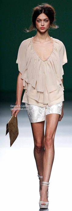 Devota & Lomba Spring 2014 Collection featured during Mercedes-Benz Fashion Week Madrid Diva Fashion, Runway Fashion, Fashion Outfits, Womens Fashion, Fashion Design, Fashion Beauty, Beautiful Outfits, Cute Outfits, Look Con Short