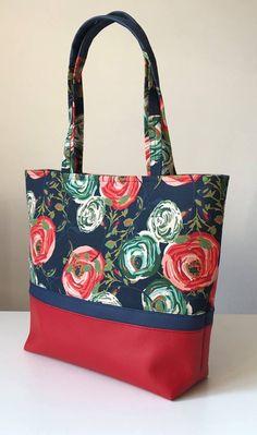 07 x 214 Kb - Damenhandtaschen Sacs Tote Bags, Diy Tote Bag, Patchwork Bags, Quilted Bag, Handmade Handbags, Handmade Bags, Scripture Bag, Diy Bags Purses, Bag Patterns To Sew