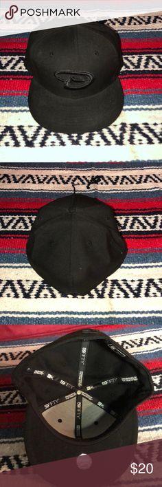 Baseball caps 🧢 black Arizona Diamondbacks size 8 Baseball cap size 8 Black in color Arizona Diamondbacks Gently used 59 fifty Accessories Hats