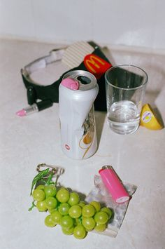 still life photography Truly Horrifying Photos of the Post-Halloween Hangover Still Life Photography, Film Photography, Creative Photography, Scenic Photography, Landscape Photography, Zombie Apocalypse Party, Zombie Party, Kasimir Und Karoline, Halloween Fotos