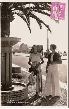 vintage photo of 2 women in pants. Very fashionable postcard/photo., Beach Outfits, vintage photo of 2 women in pants. Very fashionable postcard/photo. 1930s Fashion, Miami Fashion, Look Fashion, Retro Fashion, Vintage Fashion, Womens Fashion, Victorian Fashion, Gothic Fashion, Mode Vintage