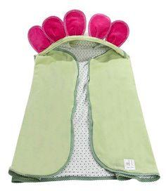 Garanta um banho bem divertido com a toalha com capuz flor toda forrada!