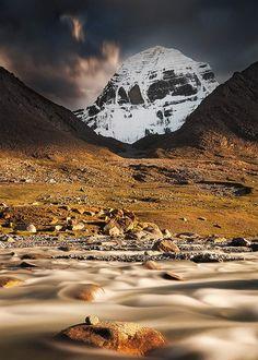Surnommée le « toit du monde », la chaîne montagneuse de l'Himalaya rassemble les sommets les plus hauts de la planète. Parmi eux, l'Annapurna, au Népal, est particulièrement
