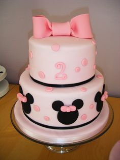 Minnie Mouse birthday cake. My daughter would love this!