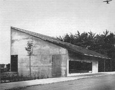 The project of the Eastern Cemetery of Malmö accompanied Sigurd Lewerentz throughout his whole career (1916 to 1969) and the flower shop located at the entrance was the last building completed during the life of the Swedish architect. Humble in his appearance, the structure of the kiosk is...