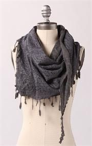 Don't normally like the style of scarfs but this is super cute :)