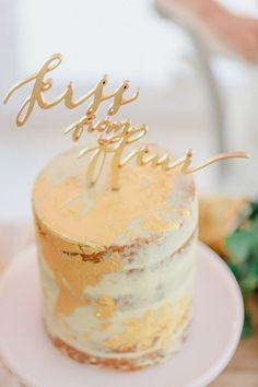 Subtiler Glamour und zarte Farbtöne: Ein Styled Shooting für romantische Bräute @IN LOVE by Bina Terré Photography http://www.hochzeitswahn.de/inspirationsideen/subtiler-glamour-und-zarte-farbtoene-ein-styled-shooting-fuer-romantische-braeute/ #inspiration #cake #pastell