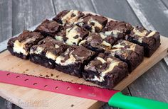 Rich fudgy brownies swirled with cheesecake and loaded with chocolate chips. These easy chocolate chip cheesecake brownies will cure any brownie craving. Chocolate Chip Cheesecake Brownies, Cream Cheese Brownies, Tasty Chocolate Cake, Fudgy Brownies, Chocolate Chips, Mint Chocolate, Chocolate Desserts, Ghirardelli Brownie Mix Recipe, Brownie Mix Recipes