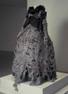 Dress, Viktor & Rolf, 1993. Courtesy Centraal Museum, all rights reserved.