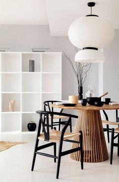 Un piso de estilo Japandi con espacios abiertos