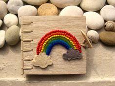 本子上旳DIY彩虹很美。
