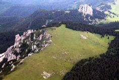 Az Egyeskő (1608 méter) az égből fotózva - Hagymás-hegység - Székelyföld - Erdély fotó Fodor István Homeland, Hungary, Basin, Mountains, Nature, Travel, Naturaleza, Viajes, Destinations