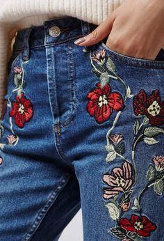 Oi baby! Jeans! Jeans! Jeans! Definitivamente o nosso queridinho ganhou status fashion e conquistou o street style no mundo todo. Renovado em shapes, texturas, aplicações e lavagens… todo mundo está usando o bom e companheiro jeans! Tanto para produções casuais, hi-lo e naquelas cheias de...