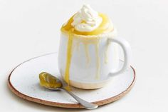 This easy lemon mug cake can be thrown together in just 7 minutes - no oven required! (mug recipes no egg) Mug Recipes, Lemon Recipes, Sweet Recipes, Easy Recipes, Mug Cake Microwave, Microwave Recipes, Paleo Dessert, Dessert Recipes, Dinner Recipes
