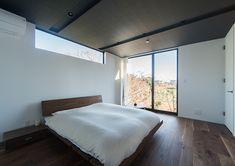 突き抜ける家・間取り(千葉県袖ケ浦市) | 注文住宅なら建築設計事務所 フリーダムアーキテクツデザイン Beautiful Bedroom Designs, Beautiful Bedrooms, Architectural Pattern, Japanese Bedroom, House Landscape, House Design, Windows, Interior Design, Architecture