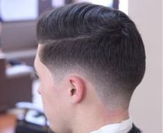Want to get a taper fade yourself and save some money? Learn how to create a simple taper fade in the comfort of your own home. Cool Hairstyles For Men, Hairstyles Haircuts, Haircuts For Men, Haircut Men, Modern Haircuts, Medium Hairstyles, Wedding Hairstyles, Latest Hairstyles, Taper Fade Haircut