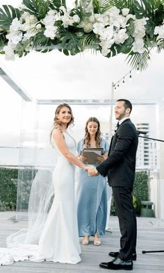Modern Luxury Rooftop Wedding in Miami Beach – Erica Melissa Photography 32 Basks yourselves in the tropical vibes of this modern wedding. #bridalmusings #bmloves #groom #wedding #bride #miami #rooftop #palm #ido #betsyhotel #downunder #weddingdestination