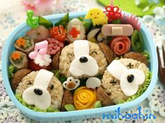Bento with little dog faces Japanese Food Art, Japanese Lunch Box, Japanese Sweets, Cute Bento Boxes, Bento Box Lunch, Bento Recipes, Baby Food Recipes, Bento Ideas, Bento And Co