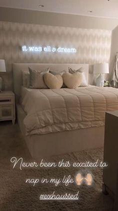 15 Cute Bedroom Ideas for Girls - Cool Bedroom Design Cute Bedroom Ideas, Cute Room Decor, Room Ideas Bedroom, Home Decor Bedroom, Neon Sign Bedroom, Cheap Room Decor, Mirror Bedroom, Bedroom Girls, Bedroom Inspo