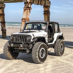 Just jeep at the beach! Jeep Jk, Jeep Wrangler Lifted, Jeep Rubicon, Jeep Wrangler Unlimited, Jeep Truck, Lifted Jeeps, Wrangler Tj, 2 Door Jeep, Jeep Baby