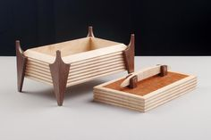 Birdseye Maple Box with Grooved Sides and Lacewood Lid Small Woodworking Projects, Small Wood Projects, Woodworking Box, Wood Box Design, Jewelry Box Plans, Box Joints, Intarsia Woodworking, Container House Design, Wooden Jewelry Boxes