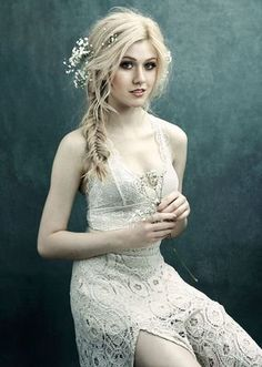 Sexy hot photos of Katherine McNamara. Katherine McNamara is an American actress. We know her as Harper Munroe in Happyland and as Clary Fray in Shadowhunters. Katherine Mcnamara, Beautiful Celebrities, Gorgeous Women, Beautiful People, Gorgeous Girl, Photographie Blonde, Glamour, Beauté Blonde, Sexy Women
