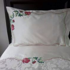 Name: Displayed: 129 Size: 19 . Diy Pillow Covers, Bed Covers, Diy Pillows, Cushions, Embroidery Patterns Free, Embroidery Designs, Stitch Crochet, Cute Quilts, Bed Linen Sets