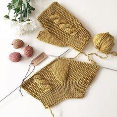 Manusi croşetate – Handarbeit – R .K - Crochet Fingerless Gloves Knitted, Crochet Gloves, Knit Mittens, Knitting Socks, Crochet Lace, Hand Knitting, Baby Knitting Patterns, Crochet Patterns, Bonnet Crochet