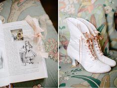 Detalles de la novia en su boda de invierno inspirada en Alicia en el Pais de las maravilla