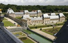 Grand chateaux worth a day trip from Paris. The 17th century castle of Vaux-le-Vicomte in Maincy, near Paris, was the inspiration for the more famous Versailles palace.