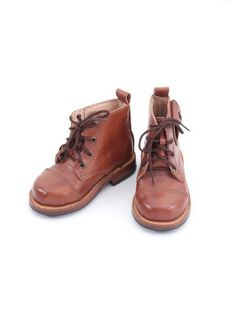 Product Special Features Hand-crafted. Genuine Leather. Side Pockets.Leather Soles. Artisan Leather. Sustainable. Eco-Cool.A R T I S A N A L Artisanal products