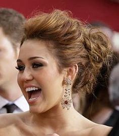 Prom hairstyles | Updo with quiff