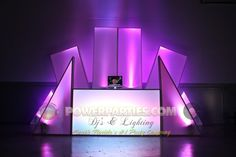 clever use of facades to make an interesting (and very portable) set Dj Led, Pista Led, Led Neon, Dj Dj Dj, Lounge Club, Bar Lounge, Dj Stand, Dj Table, Portable Stage