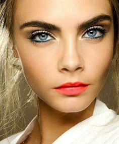 Prettiest eyeshadow colors for girls with blue eyes