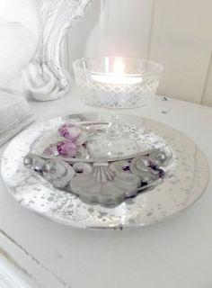 Roses and ornament #stilleben  #romantiskt #rosor #inredning