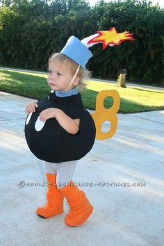 Bob-Omb Toddler Halloween Costume I made several costumes for my toddler in the last 2 months. Super Mario Bros Costumes, Mario Halloween Costumes, Mario And Luigi Costume, Toddler Costumes, Family Halloween Costumes, Baby Halloween, Baby Mario Costume, Homemade Costumes For Kids, Diy Costumes For Boys
