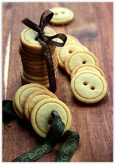 ちょっと小洒落た贈り物♡ボタンクッキー簡単30分レシピ! - Locari(ロカリ)