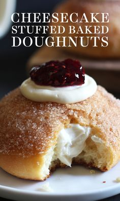 Cheesecake Stuffed Baked Doughnuts Cheesecake Stuffed Baked Doughnuts feature a fluffy yeast-raised doughnut coated in cinnamon sugar, stuffed with sweetened cream cheese, and topped with a cute dollop of raspberry jam! Baked recipe, not fried. Gourmet Desserts, Mini Desserts, No Bake Desserts, Just Desserts, Delicious Desserts, Dessert Recipes, Recipes Dinner, Baking Desserts, Plated Desserts